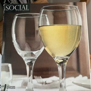 HOME ESSENTIALS SOCIAL WINE GLASSES - 4 COUNT